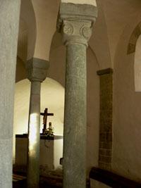 Der Chor der Drueggelter Kapelle mit äußeren Säulen