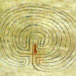 Bild einer Labyrinthbegehung in der Kirche St.Sigfrid, in Sipoo, Finnland,