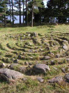 Bronzezeitliches Labyrinth direkt am Wasser gelegen mit Zugang vom Wasser