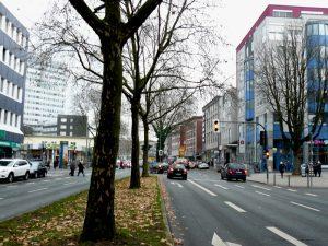 Der alte Hellweg Richtung Hauptbahnhof, heute Südring, auf der rechten Seite in Höhe von Haus Nr. 15 war der Pilgrimsbrunnen.
