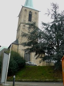 Die Geländestufe zur Propsteikirche St.Peter und Paul