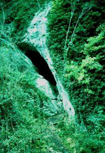Die Burghöhle am Klusenstein im Hönnetal bei Menden ist eine bronzzeitliche Kulturhöhle