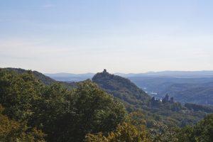 Der Drachenfels bei Königswinter ist der Kopf eines Bergdrachens und Ursprung der Hlg.Siegfried-Sage und der Nibelungensage