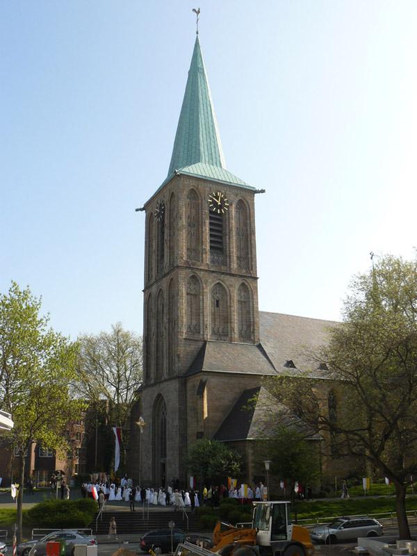 Gelebte Tradition, die Erstkommunion bei der Propsteikirche St.Peter und Paul in Bochum