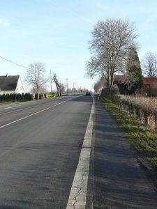 Die Bundestrasse B1verläuft zwischen Unna, im Foto die B 1 bei Unna-Mühlhausen, und Paderborn genau parallel zum Hellweg.